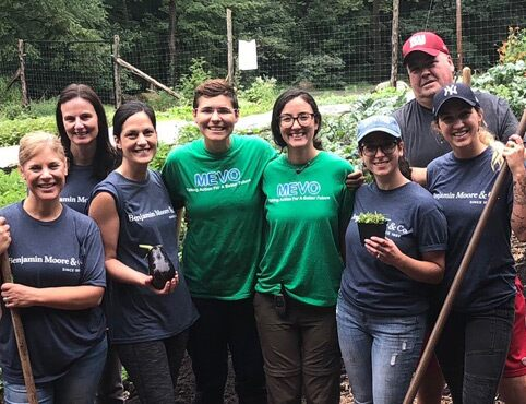Benjamin Moore employees volunteer for a good cause.