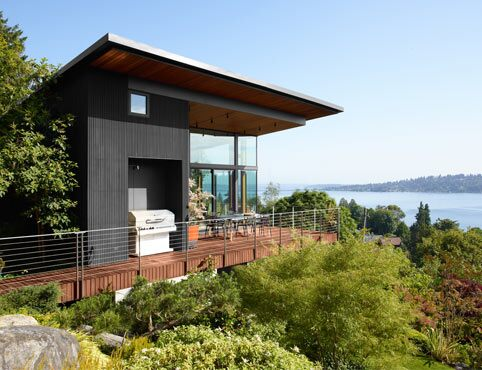 Pacific Northwest home Exterior in Black 2132-10, ARBORCOAT® Exterior Stain, Semi Solid and Leather Saddle Brown 2100-20, ARBORCOAT® Exterior Stain, Semi Transparent.