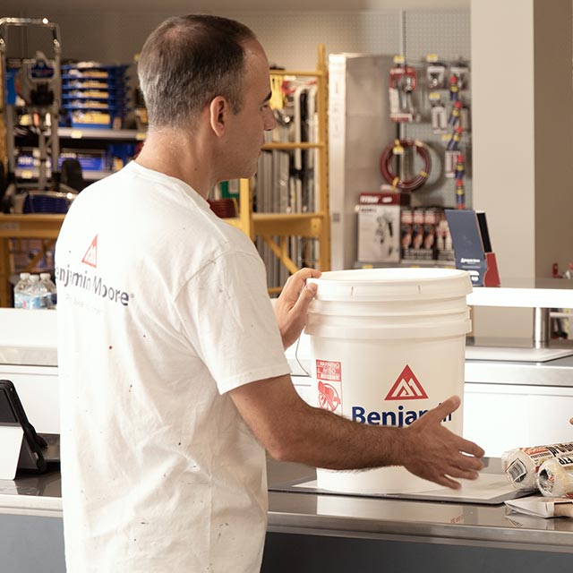 A contractor purchasing Benjamin Moore® paint in bulk